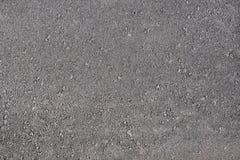 Beschaffenheit des schwarzen Asphalts mit den kleinen Gruben geschossen von oben stockfotos