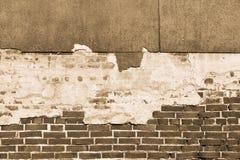 Beschaffenheit einer alten Backsteinmauer mit zerstörtem Gips Lizenzfreie Stockfotografie