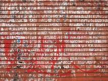 Beschaffenheit einer roten und schmutzigen Backsteinmauer Stockfotos