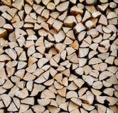 Beschaffenheit eines Stapels gehackten Brennholzes Stockfotografie