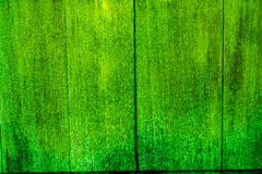 Beschaffenheit von alten hölzernen Planken mit gebrochener und geschmierter Farbe Stockbild