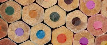 Beschaffenheit von farbigen Bleistiften Lizenzfreie Stockfotografie