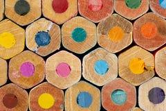 Beschaffenheit von farbigen Bleistiften Lizenzfreies Stockfoto