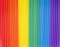Beschaffenheit von Regenbogenrührstäbchen vertikale Streifen des Regenbogens Lizenzfreies Stockfoto