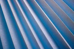 Beschaffenheit von Schrägstreifen mit einem Schatten, mit dreieckigen gebogenen Rippen, Ränder des hellen weißen Gewebes, Papier  Lizenzfreies Stockfoto