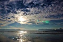 Beschaffenheit von Wolken auf einem blauen Himmel lizenzfreies stockfoto