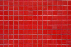 Beschaffenheiten - Badezimmer-glänzende rote Fliesen, bunt, hell stockbilder