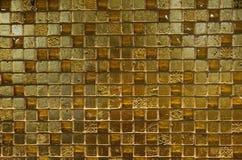Beschaffenheiten - glänzende goldene Fliesen stockfotos