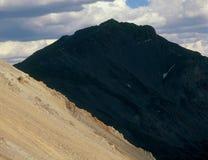 Beschattete West stellen von Mt gegenüber Harvard von Elkhead-Durchlauf, Collegespitzen Wildnis, Colorado Stockbild