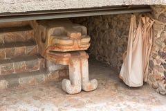 Beschermde aztec sneed standbeeld in Teotihuacan royalty-vrije stock fotografie