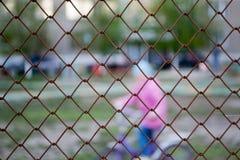 Beschermend net rond de speelplaats Stock Foto