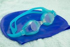 Beschermende brillen en het Zwemmen GLB Royalty-vrije Stock Afbeeldingen
