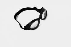 Beschermende brillen op een witte achtergrond stock afbeeldingen