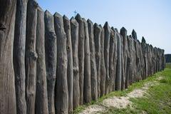 Beschermende die omheining van logboeken van Zaporizhzhya Sich wordt gemaakt stock afbeelding