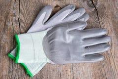 Beschermende handschoenen voor het werk stock afbeelding