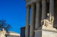 Beschermer van de het Hooggerechtshofbouw van Verenigde Staten van het Wetsstandbeeld stock afbeeldingen