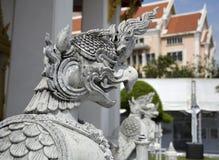 Beschermerbeeldhouwwerk in Tempel stock foto's