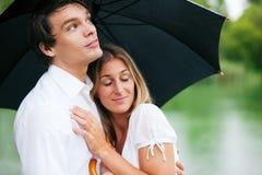 Bescherming tegen de de zomerregen Royalty-vrije Stock Afbeelding