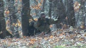 Bescherming van de Bulgaars-Turkse grens door mensen` s milities stock footage