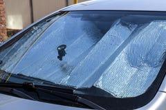 Bescherming van het autopaneel van direct zonlicht De voorruit van de zonreflector stock foto's