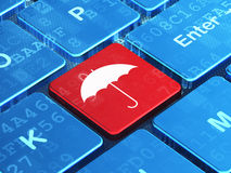 Beschermingsconcept: Paraplu op computertoetsenbord Royalty-vrije Stock Fotografie