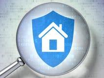 Beschermingsconcept:  Schild met optisch glas op digitale backgr Stock Afbeeldingen