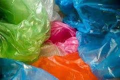 Beschikbare plastic zakkenachtergrond Lichtgewicht transparant, opnieuw te gebruiken plastic afval Vuilniszakken, plastic recycli stock foto's