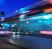 Beschleunigenbus, unscharfe Bewegung Lizenzfreie Stockfotos