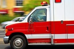 Beschleunigenkrankenwagen lizenzfreies stockfoto