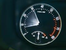 Beschleunigung des Autos lizenzfreie stockbilder