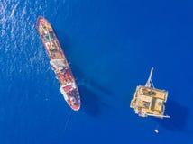 Beschmutzen Sie langweiliges Boot eine geotechnische Bohrung mit analogem Forschungsschiff stockfotos