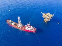 Beschmutzen Sie langweiliges Boot eine geotechnische Bohrung mit analoger Übersicht VE stockfoto