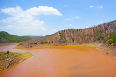 Beschmutzter Fluss lizenzfreies stockfoto