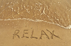 Beschreibung entspannen sich auf einem Sand Lizenzfreies Stockfoto