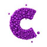 Beschriften Sie C, das von den Plastikperlen, die purpurroten Blasen gemacht wird, lokalisiert auf Weiß, 3d übertragen Lizenzfreie Stockfotos