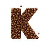 Beschriften Sie K, das von den Schokoladenblasen, Milchschokoladekonzept gemacht wird, 3d übertragen Stockfotos