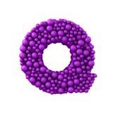 Beschriften Sie Q, das von den Plastikperlen, die purpurroten Blasen gemacht wird, lokalisiert auf Weiß, 3d übertragen Lizenzfreie Stockfotografie