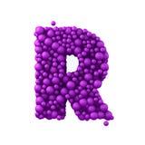 Beschriften Sie R, das von den Plastikperlen, die purpurroten Blasen gemacht wird, lokalisiert auf Weiß, 3d übertragen Lizenzfreies Stockbild