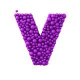 Beschriften Sie V, das von den Plastikperlen, die purpurroten Blasen gemacht wird, lokalisiert auf Weiß, 3d übertragen Lizenzfreie Stockfotos