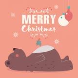 Beschriftungspostkarte der frohen Weihnachten mit dem netten Braunbärlegen Lizenzfreie Stockbilder