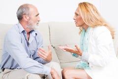 Beschuldigen älterer Ehemann der Frau Lizenzfreies Stockbild