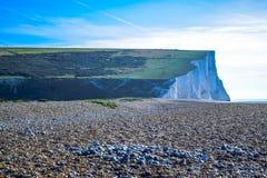 Besegrar den vita kritaklippan för sju systrar i söder nationalparken, East Sussex, Eastbourne, UK arkivbilder