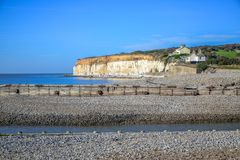 Besegrar den vita kritaklippan för sju systrar i söder nationalparken, East Sussex, Eastbourne, UK arkivbild