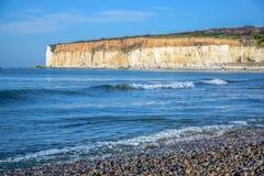 Besegrar den vita kritaklippan för sju systrar i söder nationalparken, East Sussex, Eastbourne, UK royaltyfri fotografi