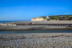 Besegrar den vita kritaklippan för sju systrar i söder nationalparken, East Sussex, Eastbourne, UK royaltyfria bilder