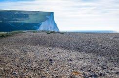Besegrar den vita kritaklippan för sju systrar i söder nationalparken, East Sussex, Eastbourne, UK royaltyfri bild