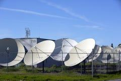 besegrar satelliten Arkivfoton