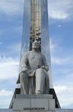 Besegrare av utrymme och staty av Konstantin Tsiolkovsky Arkivbild