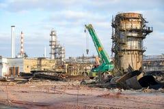 Beseitigung der technologischen Installation für die Fertigung von Leichtölprodukten an einer Raffinerie in Russland lizenzfreies stockbild