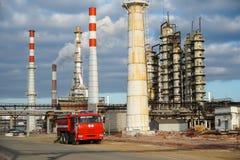Beseitigung der technologischen Installation für die Fertigung von Leichtölprodukten an einer Raffinerie in Russland stockbilder